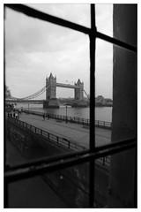 (elisabettacesco=casa) Tags: london towerbridge londra pasqua inviaggioconte cescoelisabetta uploaded:by=flickrmobile flickriosapp:filter=panda pandafilter pandafilterperchbiancoenerocomeilpanda