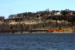 Along Ole Miss (Trainz35) Tags: water landscape trains mississippiriver h2 bnsf bluff railfanning dash9