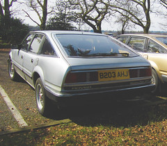 1985 ROVER SD1 3500 V/PLAS EFI AUTO (Yugo Lada) Tags: auto camera old uk cars car canon silver photo nice interesting model top wheels rover spot surrey ixus parked 1985 luxury rare spec find efi hs alloy 117 3500 sd1 vplas b203ahj