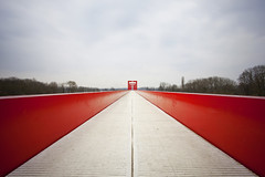 Perspective (PLF Photographie) Tags: bridge red architecture canon rouge long exposure mark perspective line exposition ii 400 nd axe pont 5d f4 1740 ligne majeur longue