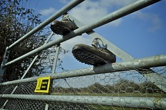 Electric Fence (MarkStretch) Tags: shoes runningshoes electricfence d5000