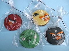 Angry Bird 'Party Bag Biscuits' (Cakes By Jacques) Tags: cookies birds pigs angry biscuits iced bomb favor jacques favour angrybirds cakesbyjacques partybagbiscuit