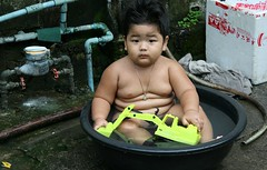 the michelin man as a boy bathing (the foreign photographer - ) Tags: fat boy child bathing taking bath rubber tub yellow toy frontloader bangkhen bangkok thailand khlong thanon portraits canon kiss 400d naked nude