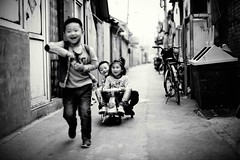 Local kids having fun in the alley way (snowpine) Tags: street streetphotography smile people kids children happy playing candid china chinese childhood bw blackandwhite blackwhite fun
