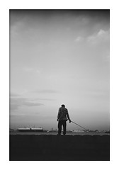 *Angler on a breakwater. (niko**) Tags: leica leicadii leicaii hektor5cmf25 fujifilm neopan100acros filmphotography 135 35mm yokohama lyhek