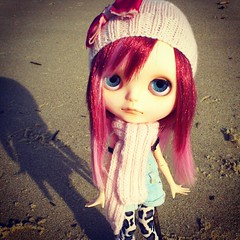 It's vold today again, but today, the sun is with me <3 love beach (K-Dolls Heaven) Tags: ocean pink blue eye art beach colors hair french doll wine very ooak painted tags blythe neo mermaid dye custom pure takara vicky dyed weft neemo reroot uploaded:by=instagram
