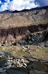Inde 1998 (Pascale Jaquet & Olivier Noaillon) Tags: trek paysage ladakh inde montagnes in gologique cheminesdesfes murdemanis