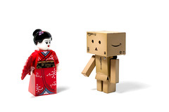 50/365 Danboo and the Kimono Girl (Geisha) (photography.andreas) Tags: girl lego explore geisha figure kimono minifig day50 danbo productphotography project365 explored revoltech produktfotografie danboard day50365 danboo 3652013 365the2013edition 19feb13