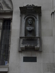Charles Lamb Memorial, The Watch House, Saint Sepulchre's Church, Holborn (Loz Flowers) Tags: london holborn busts charleslamb