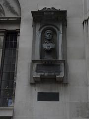 Charles Lamb Memorial, The Watch House, Saint Sepulchre's Church, Holborn (Loz Flowers) Tags: london holborn busts charleslamb