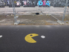 ciclovia (*L) Tags: streetart geotagged lisboa santos pacman ciclovia portodelisboa pantónio travessãodesantos geo:lat=3870529935441404 geo:lon=9151779562812862