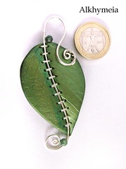 Chlorophyll, the pendant 1 (Alkhymeia) Tags: original verde green art nature leaves metal stone foglie work wrapping liberty necklace beads leaf wire artistic handmade spirals unique ooak inspired deep jewelry bijoux pasta jewellery polymerclay fimo fairy creation fantasy clay wicked bead wired sculpey handcrafted foglia unusual blatt pendant enchanted whimsical jewel spirale artesania wiccan cernit elvish polymer colgante wirework anello neckpiece pendente premo collana bijouterie wirewrapped artigianato silverplated ciondolo halskette artigianale gioiello spirali bizuteria sintetica polimerica bigiotteria alkhymeia alkhy
