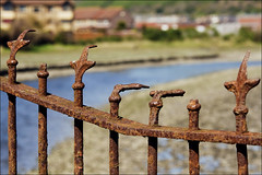 the pointing fingers fence (lunaryuna) Tags: wales fence rust funny iron lol urbandecay lunaryuna porttalbot hff rustncrust thepointingfingerfence