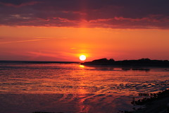 Crisp (Happy Girl's) Tags: sunset red sea summer orange sun beach setting