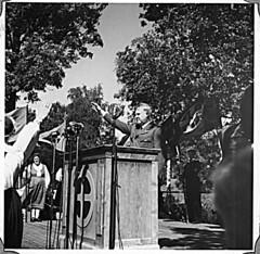 Borrestevnet 1943 (album), Vidkun Quisling på talerstolen. (Riksarkivet (National Archives of Norway)) Tags: ns worldwarii secondworldwar quisling krigen vidkunquisling andreverdenskrig okkupasjonstiden
