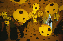 "YAYOI KUSAMA ""Big in Japan"", 4 (Vygintas R.) Tags: girls people art film june yellow japan self reflections iso400 cosina voigtlander balloon 35mmfilm 2009 bessal lithuania vilnius avantgarde yayoikusama lietuva kodakportra400nc nikoncoolscan5000 mc  voigtlanderheliar15mmf45 atspindys vygintasrainskas 335109 begalyb"