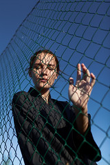 (altingfest) Tags: carlzeiss ze carl distagont1435 canon 35mm distagon 5dm2 5d 5dmark2 5dmarkii carlzeissdistagont35mmf14 girl woman people portrait blue sky hand touch lattice grid net