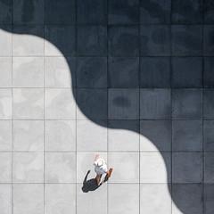 [Bundeskunsthalle  Bonn / Juli 2016] (querformat-fotografie) Tags: mainz lines graphic orte street people fotografie linien achimkatzberg german alltagssituation bundeskunsthalle urban bw strassenfotografie unposed photography zufall architecture white querformatfotografie europe art bonn