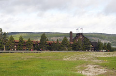 The Inn, east wing in the early morning (V. C. Wald) Tags: yellowstonenationalpark oldfaithfulinn nationalregisterofhistoricplaces uppergeyserbasin parkitecture robertreamer