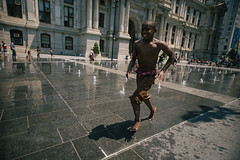 ... (d-kings) Tags: philadelphia city hall canon 6d sigma 1020mm f35 usa philly kid running