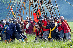 Hampton Court 1640's - 14 Go get 'em lads (Row 17) Tags: uk unitedkingdom gb greatbritain britain england herefordshire reenactment event 1640s people men man militia parliamentarians royalist pikemen candid costume costumes skirmish battle