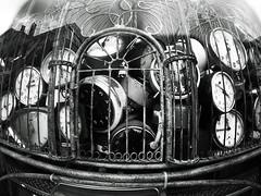Cómo atrapar el tiempo perdido (alestaleiro) Tags: time tiempo reloj clock temp tempo jail prission prisión jaula gaiola bw bianconero monochrome monocromo blancoynegro pretoebranco blackwhite alestaleiro gopro