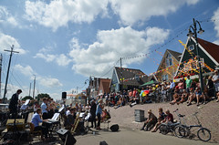 Suddenly, a concert (-Kj.) Tags: volendam harbour fishingvillage noordholland biketrip summer concert band quay bunting audience