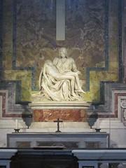 Rome: St. Peter's Basilica - Michelangelo's Piet (escriteur) Tags: img5390 rome roma saintpetersbasilica stpetersbasilica basilicadisanpietro vaticancity chapel michelangelo piet pieta madonna christ