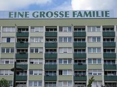 LEIPZIG 2012 pic099 (streamer020nl) Tags: family germany large leipzig 2012 bigfamily flatbuilding johannisplatz einegrossefamilie