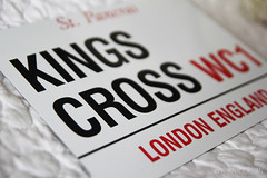 Kings Cross (Lisan Koopman) Tags: street england white london sign cross harry potter kings british stpancras