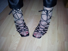20130301_151240 (sandalettes) Tags: exhibition chienne bas pieds vernis orteils ftichisme collants sandalettes