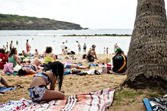 Hanauma Bay beach (grrlTravels) Tags: vacation beach hawaii waikiki oahu pacificocean snorkling palmtree z honolulu bathingsuit beachtowels hanaumabaynaturepreserve