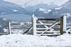 Gate to a view (Awyr Glas) Tags: uk snow mountains canon river walking landscape cymru lakes lagos lacs hillside snowdonia rambling montagnes northwales nantgwynant canon70200f28l paisdegales montanes lepaysdegalles