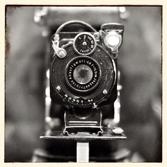 Vintage camera seen at Mudam, Luxembourg (gemeiny) Tags: camera monochrome museum vintage f14 sigma luxembourg luxemburg 30mm mudam