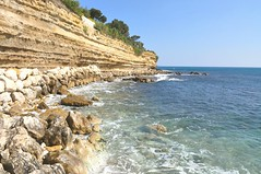 Little Cliff (Mathilde Rozelot Ortuno) Tags: blue sea seascape france skyscape mediterranean provence carry