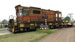HO 825_20160819-007_passeert de Noordersluisweg Velsen Noord op 19-08-2016 (PieterBeverwijk) Tags: hoogovens ho825 staaltrein staalrollen coils fluisterloc ijmuiden velsennoord tatasteel pnm