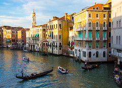 The Grand Canal, Venice, in fading light (Dave_Senior) Tags: venice italy davesenior nikon nikond7100 grandcanal canal water d7100 senior 18200mmf3556gvrii nikkor yellow turquoise blue white black brown sky clouds gondolier gondoliers mood greatphotographers 100commentgroup