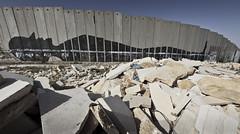 planks in the wall (Thomas Sobottka) Tags: palestine palästina israel bethlehem wall mauer trennung seperation planks concrete beton shadow contour lying