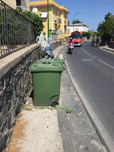 Sidewalk interruption for trash cans @Procida, NA