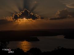 ATARDECER EN YAXH EN PETN (Memo Lpez Guatemala) Tags: atardecer sol nubes resplandor agua lago