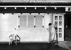 _DSC9573 (Giuseppe Cocchieri) Tags: bw blackwhite blackandwhite bianco black bianconero white nero nikon nikkor allaperto biancoenero luce light street t
