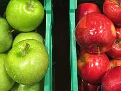 La tentacin (yanitzatorres) Tags: spain color green red food frutas mercado rojo verde apple manzana