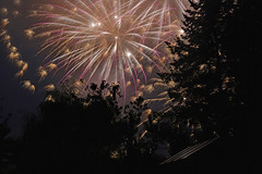 Fireworks (Sandsteiner) Tags: fireworks herbst kirmes nachtaufnahme night elbsandsteingebirge sandsteiner