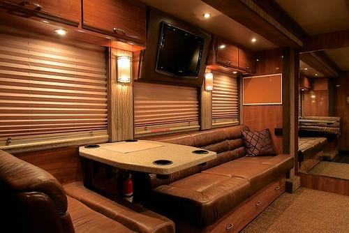 Shiloh - Front Lounge - facing forward