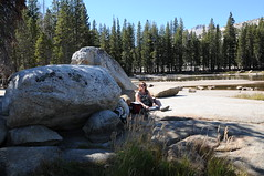 0916_USA 2012 - California 120 - Yosemite National Park / California (Tsinoul) Tags: california park family famille lake nationalpark sylvie nikon rocks pass lac sierra yosemite yosemitenationalpark sierranevada parc tenayalake tiogapass tioga tenaya tiogapassrd parcnational california120 d300s nikond300s