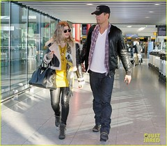 FFN_IMAGE_51017861|FFN_SET_60060489 (BlackEyedPeasPhotos) Tags: london hat sunglasses airport unitedkingdom bluejeans blondehair fergie yellowshirt whiteshirt baseballcap buttondownshirt blackleatherjacket joshduhamel blackhandbag blackleatherpants