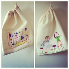 Bolsas para la colación pintadas / Painted drawstring snack bags. #arte #niños #kidsart #sewing #creativity #creatividad #sharpie #diy  #costura (~ tilde ~) Tags: square squareformat amaro iphoneography instagramapp uploaded:by=instagram