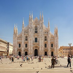 Welcome in Milano (Bn) Tags: blue summer sky italy sun holiday milan hot weather square warm italia catholic cathedral roman top milano pigeons sightseeing sunny tourist milaan summertime duomo middle too ages romans attractions duomodimilano 35c 1386 dommdemilan