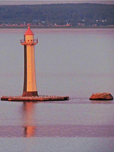 St Petersburg-Arrive & Depart 011 Lighthouse near Kronstadt