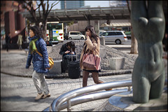 Kobe girl, Kobe world! (Eric Flexyourhead) Tags: street city urban blur girl japan walking japanese candid kobe  kansai hyogo sannomiya chuoku     kobeshi  olympusep1 slrmagic26mmf14toylens